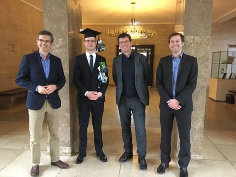 Prüfungskommitee Mit Prof. Dr. Walter, Prof. Dr. Schultz und Prof. Dr. Hoffmann